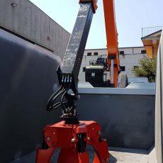 montaggio-cassa-con-gru-e-polipo-07